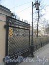 Ворота Благовещенского сада со стороны 8-ой линии В.О. после реставрации. Фото апрель 2012 года.