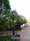 Наб. реки Фонтанки, дом 148. Фонарь во дворе Городского гериатрического медико-социальный центра. Фото 28 мая 2013 г.