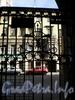 Колокольная ул., д. 5. Фрагмент решетки въездных ворот. Апрель 2009 г.