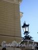 Фурштатская ул., д. 52. Дворец бракосочетания  № 2. (Бывший особняк Варгунина К.А.). Фонарь на воротах. Март 2009 г.