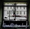 13-я Красноармейская ул., д. 17. Доходный дом В.Л.и Н.Д.Каценеленбогенов. Ворота. Фото июль 2009 г.