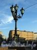 Фонарь у памятника Николаю I на Исаакиевской площади. Фото июль 2009 г.