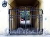 Казначейская ул., д. 7 / Столярный пер., д. 14. Дом Н.И.Олонкина. Решетка ворот. Фото август 2009 г.