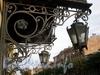 Ул. Чайковского, д. 20 (правая часть). Бывший доходный дом. Фонари перед парадным входом. Фото сентябрь 2009 г.