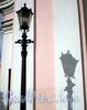 6-я линия В.О., д. 11. Собор святого апостола Андрея Первозванного. Фонарь у центрального входа в собор. Фото август 2009 г.