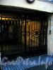 Ул. Жуковского, д. 13. Решетка ворот. Фото октябрь 2009 г.