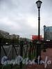 Памятник С. А. Есенину на пересечении Северного проспекта и улицы Есенина. Фонари и ограда. Фото октябрь 2009 г.