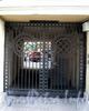 Итальянская ул., д. 37. Доходный дом М. Мальцевой. Решетка ворот. Фото август 2009 г.