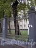 Фрагмент ограды между домами 3 и 5 по Косой линии. Фото октябрь 2009 г.
