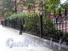 Ограда между домами 6 и 10 по Бол. Монетной улице. Фото сентябрь 2009 г.