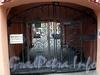 Гороховая ул., д. 26. Доходный дом А. Котомина. Решетка ворот. Фото июль 2009 г.