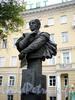 Памятник А. Бетанкуру в сквере перед корпусом Петербургского государственного университета путей сообщения (ПГУПС). Фото сентябрь 2009 г.