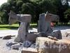 Скульптурная композиция-фонтан «Крылатый морской конь» у здания Администрации Приморского района. Фото август 2009 г.