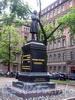 Памятник А.С. Пушкину в сквере на Пушкинской улице. Фото июнь 2004 г.