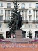 Памятник А.М. Горькому на пересечении Каменноостровского и Кронверкского проспектов. Фото октябрь 2010 г.