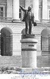 Пямятник В.И. Ленину у Смольного. Фотоальбом «Ленинград», 1959 г.