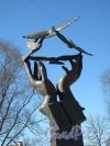 Памятник Учителю. ск. А. Гуляев, 2010 г. Фото март 2012 г.