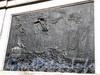 Памятник Петру I у Михайловского (Инженерного) замка.Барельеф «Битва при Гангуте» на постаменте памятника. Май 2009 г.
