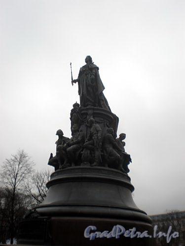 Памятник Екатерине II в Екатерининском сквере на площади Островского. Фото декабрь 2009 г.
