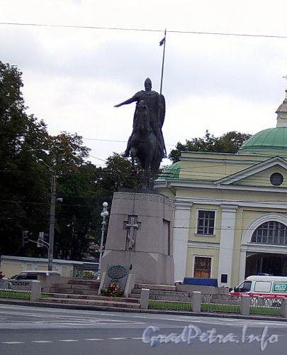Памятник Александру Невскому на пл. Александра Невского.  Фото сентябрь 2004 г.