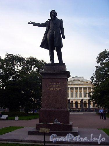 Памятник А.С. Пушкину на площади Искусств. Фото 2005 г.