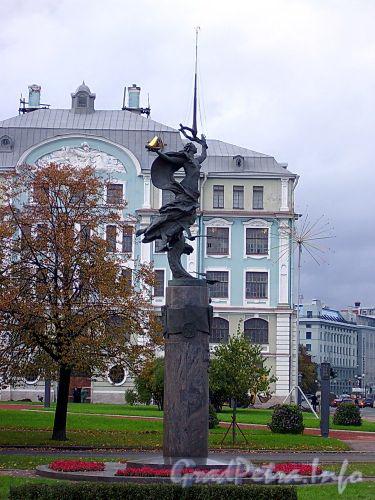 Памятник 300-летию Российского флота на Петровской набережной. Фото сентябрь 2004 г.