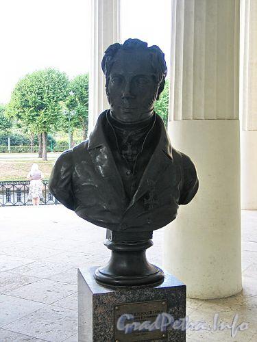 Бюст К. И. Росси в павильоне Михайловского сада. Фото август 2010 г.