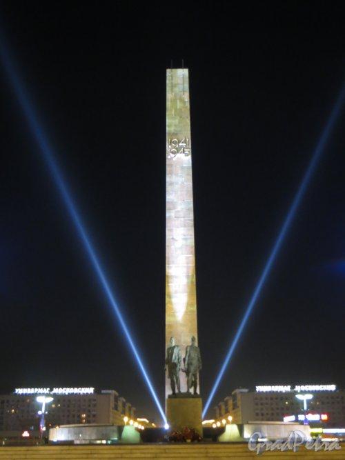 Общий вид монумента героическим защитникам Ленинграда со стороны Пулковского шоссе. Фото 8 мая 2013 г.