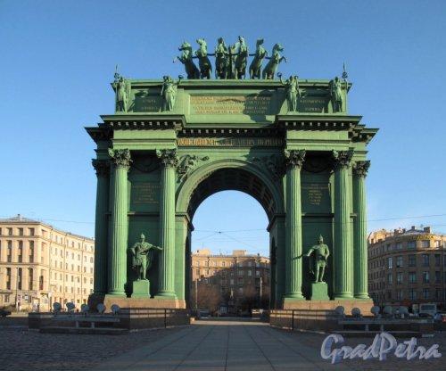Нарвские Триумфальные ворота. Фронтальный вид со стороны пр. Стачек. Фото апрель 2012 г.