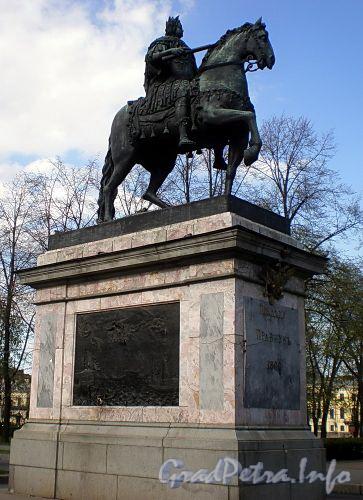 Памятник Петру I у Михайловского (Инженерного) замка. Май 2009 г.