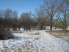 Парк «Александрино». Вид на тропинку к мостику через безымянный ручей. Фото март 2012 г.