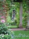 """парк Александрия. Дворец """"Коттедж"""". Собственный садик. Беседка. Скульптура. Фото август 2013 г."""