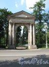 Гатчинский (Дворцовый) парк. Адмиралтейские ворота. Вид со стороны пр. 25 Октября. Фото август 2013 г.