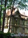 Шуваловский парк, д, 13. Дача Георга Месмахера. Фрагмент фасада. Фото май 2010 г.