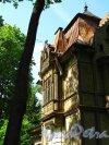 Шуваловский парк. д. 13. Дача Георга Месмахера. Фрагмент фасада. Фото май 2010 г.
