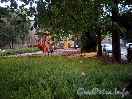 Сквер на месте дома 4 по улице Печатника Григорьева. Фото сентябрь 2009 г.