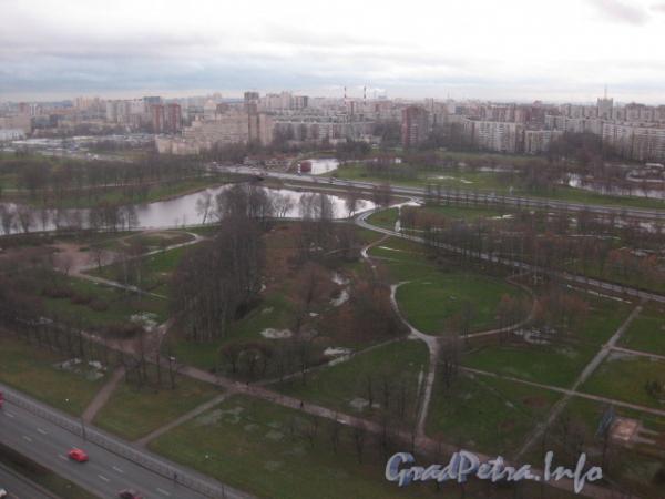 Вид на Муринский парк из дома 78 по пр. Луначарского. Фото 2011 г.
