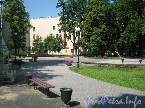 Сквер имени Андрея Петрова. Дорожка в сквере. Фото 7 июля 2012 г.