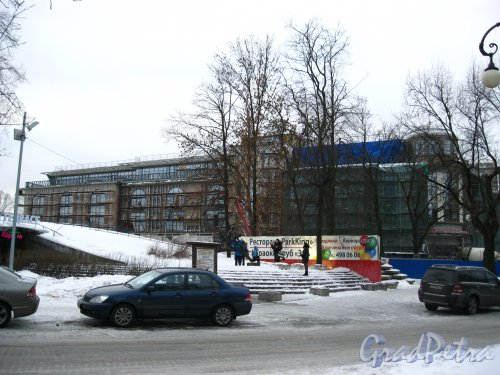 Александровский парк, дом 4, корп. 3. Многозальный семейный кинотеатр «Великан парк». Левая часть здания. Фото 2 февраля 2013 г.