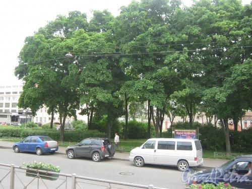 Сквер на пересечении Лиговского пр. и Прилукской ул. Фото 10 июня 2013 г.