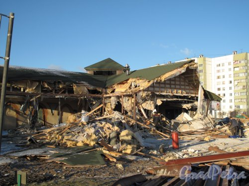 "Муринский гидропарк. Ресторан ""Чинар"". В процессе разрушения. Снимок сделан 30.11.2013"