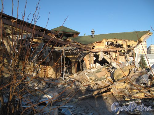 Муринский гидропарк. Ресторан «Чинар». В процессе разрушения. Снимок сделан 30.11.2013