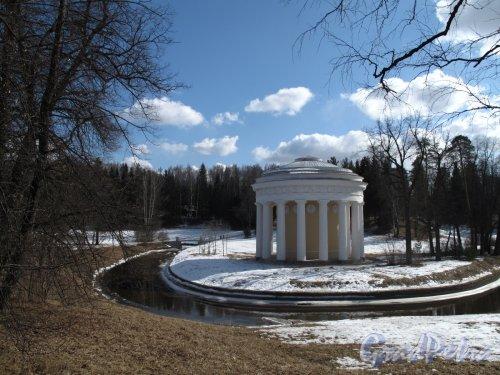 парк Павловский. Храм Дружбы. Фото апрель 2012 г