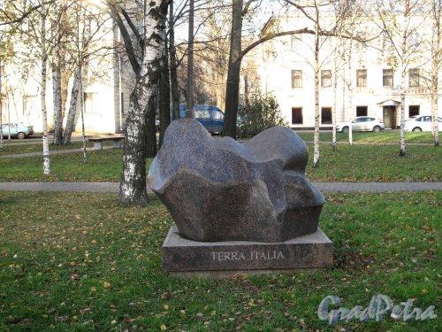 Малоохтинский сад. Скульптура «Terra Italia». ск. С. П. Борисов. фото ноябрь 2012 г.