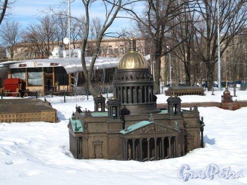 Александровский парк. Мини город - выставка модель Петербурга. под снегом. Фото март 2013 г.