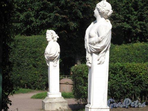 Гатчинский (Дворцовый) парк. Собственный садик. Гермы статуи Вакха и Сатирессы. Фото август 2013 г.