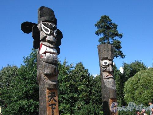 парк Сосновка. Площадка Чансын. Скульптурные изображения древних корейских духов. установлены в 2003 г. Фото август 2005 г.