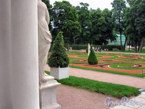 Екатерининский парк (г. Пушкин). Придворцовый регулярный сквер с крыльца Дворца. Фото август 2005 г.