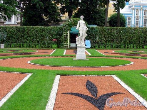 Екатерининский парк (г. Пушкин). Придворцовый регулярный сквер центральная площадка. Фото август 2005 г.