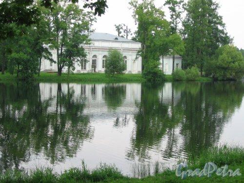 Екатерининский парк (г. Пушкин). Зал на острове. Фото август 2005 г.